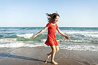 Happy little sisters walking at waterside of the beach - VABF000686