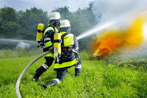 Fire brigade extinguishing fire - MAEF011878