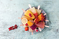 Fruits and different homemade ice lollies made of fruit juice and pulp - MYF001691