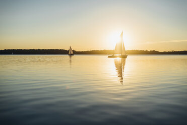 Sailing boat on Lake Cospuden at sunset - MJF001998