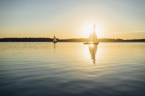 Sailing boat on Lake Cospuden at sunset - MJF001998