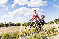 Happy young couple on a bicycle tour - UUF008145