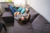 Woman relaxing on couch - SIPF000692