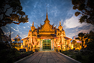Thailand, Bangkok, Wat Arun at evening twilight - GIO001294