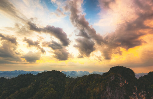 Thailand, view to the jungle at sunset - GIOF001309