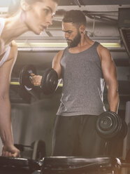 Fitness, couple in gym - MADF001007