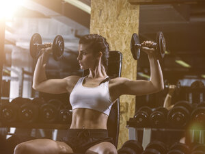 Fitness, woman in gym - MADF001013