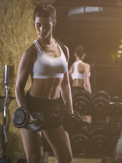 Fitness, woman in gym - MADF001016