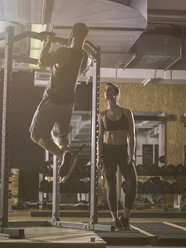 Fitness, couple in gym - MADF001019