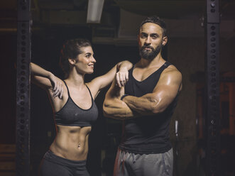 Fitness, couple in gym - MADF001028