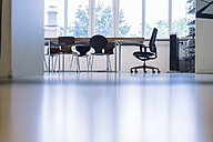 Table and chairs in empty conference room - RIBF000429