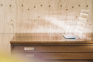 Futuristic computer in front of wooden wall - RIBF000516