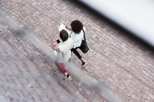 Back view of two walking businesswomen, seen from above - UUF008169