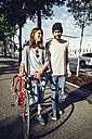 Austria, Vienna, young couple with bicycle - AIF000346