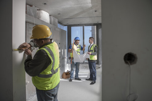 Architect and construction workers on construction site - ZEF009164