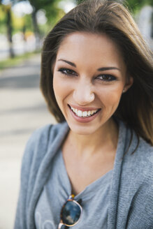 Portrait of smiling young woman - AIF000347