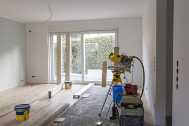 Laying of parquet in a house - SHKF000636