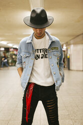 Fashionable young man wearing hat and jeans jacket - JUBF000174
