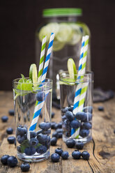 Glasses of infused water with lime, blueberries and mint - LVF005180