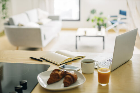 Home office and breakfast on the kitchen counter - EBSF001660