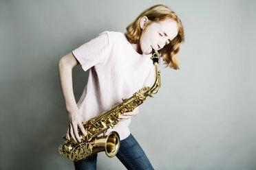 Girl playing saxophone - JATF000864