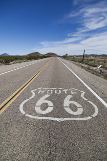 USA, California, Mojave Desert, view of empty route 66 - GIOF001336