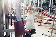 Pregnant woman doing exercises in gym - ZEDF000271