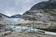 Norway, Sogn og Fjordane, Jostedalsbreen National Park, Nigardsbreen, Glacier tongue, suspension bridge - STSF001060