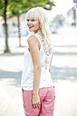 Fashionable smiling blond woman - GDF001101