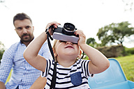 Little girl with camera - HAPF000703