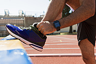 Sportsman, running shoe and smartwatch - FMOF000106