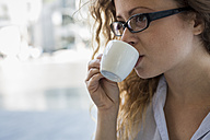 Young woman drinking cup of espresso - MAUF000674