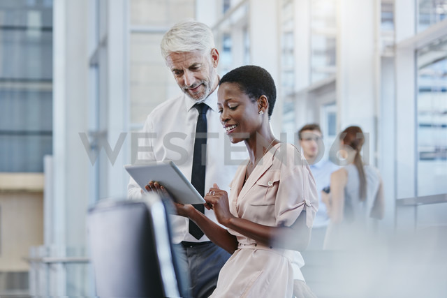 Businessman and businesswoman with digital tablet - RORF000224 - Roger Richter/Westend61