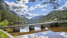 Norway, Southern Norway, Telemark, Fyresdal, lake and wooden boardwalk - STSF001071