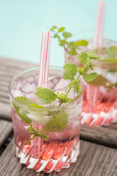 Fresh mineral water with watermelon, sirup and ice in glasses - JUNF000559