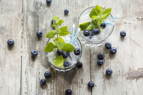 Fresh mineral water with blueberries, mint and ice - JUNF000562