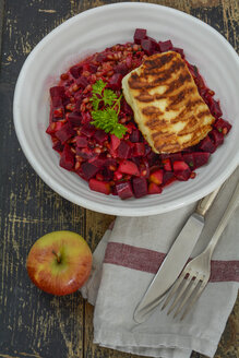 Emmer wheat with beetroot, apple and halloumi cheese in bowl - ODF001443