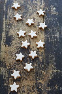 Cinnamon stars on wood - ODF001446