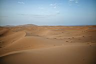 Morocco, Meknes-Tafilalet, Midelt, Merzouga, Dune landscape in the desert Erg Chebbi. - KIJF000707