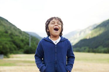 Little boy in nature screaming out loud - VABF000746