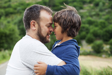Happy father and little son face to face - VABF000749