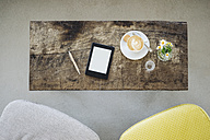 E-book and cup of coffee on table in a cafe - KNSF000215