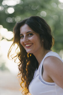 Portrait of smiling woman with long brown hair - SKCF000163