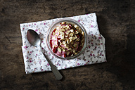 Strawberry frozen yogurt, topping oat flakes - EVGF003040