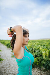 Woman doing sport with weights in a vineyard - KIJF000725