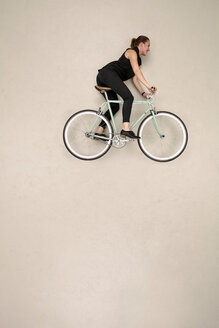 Woman riding bicycle - BAEF001197