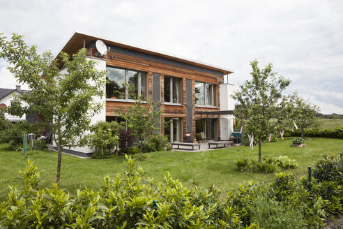 Residential house with garden - RBF004889