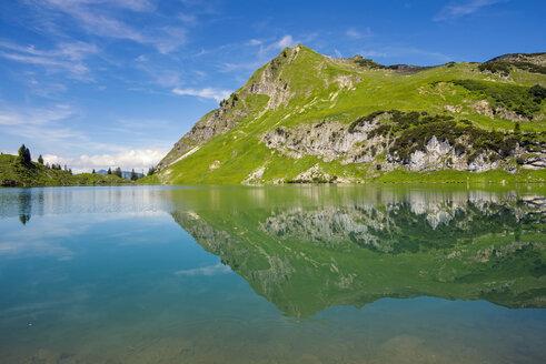 germany, Bavaria, Allgaeu, Allgaeu Alps, Seealpsee lake and Seekoepfel - WGF000932
