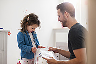 Father with daughter in children's room - DIGF000968