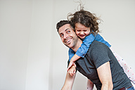 Happy father carrying daughter piggyback - DIGF000980
